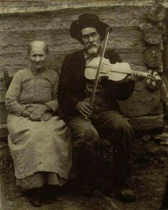 My mountain music.Enoch was a fiddle maker in eastern tennessee who also ran moonshine down the side of lookout mountain. Antique Photos, Vintage Pictures, Vintage Photographs, Old Pictures, Vintage Images, Old Photos, Portraits Victoriens, Appalachian People, Appalachian Mountains