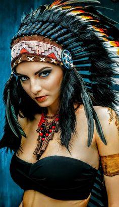 Native American Actors, Native American Pictures, Native American Beauty, Indian Pictures, American Indians, Red Indian, Native Indian, Indian Headdress Tattoo, American Indian Girl