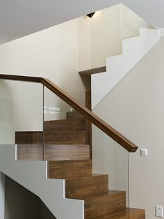 Moderni Rauhala Stair Railing Design, Home Stairs Design, Interior Stairs, House Staircase, Staircase Railings, Glass Stairs, Glass Railing, Stairway Lighting, Smart Home Design
