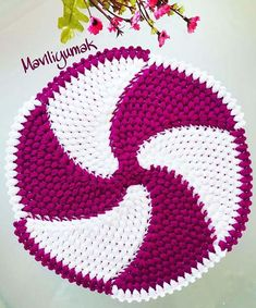 Rüzgar Gülü Lif Modeli Resim See other ideas and pictures from the category menu…. Knitting Designs, Crochet Designs, Knitting Patterns, Crochet Potholders, Crochet Doilies, Crochet Hats, Knit Crochet, Crochet Diagram, Do It Yourself