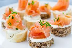Εύκολο finger – food για καλεσμένους στο σπίτι – www. Finger Food Appetizers, Finger Foods, Appetizer Recipes, Food Decoration, Cooking Time, Sushi, Good Food, Snacks, Fruit
