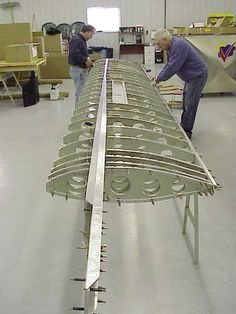 http://www.sonexaircraft.com/aircraft/xenosdev/load_test/xenos_wing_010401_2.jpg