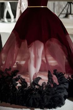Gothic fashion 359725088989309248 - Stephane Rolland Haute Couture Automne / Fall ♤Melyk Source by ameliefrevin Stephane Rolland, Dark Fashion, Gothic Fashion, Victorian Fashion, Beautiful Gowns, Beautiful Outfits, Gothic Mode, Fashion Details, Fashion Design