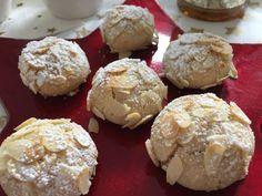 Hätte ich gewusst, wie unfassbar lecker dieser kleinen fluffigen italienischen Mandelplätzchen sind, hätte ich sie erstens schon viel öfters gebacken und zweitens mindestens die 3-fache Menge. Fami…