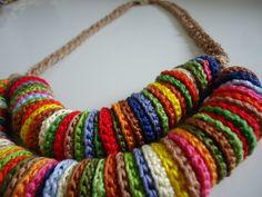 Colar crochê colorido