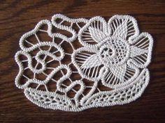 Zsinórcsipke Galéria - Itt láthatóak az általam horgolt és varrt csipkék és egyebek Filet Crochet, Irish Crochet, Crochet Lace, Bruges Lace, Romanian Lace, Point Lace, Needle Lace, Irish Lace, Hand Embroidery