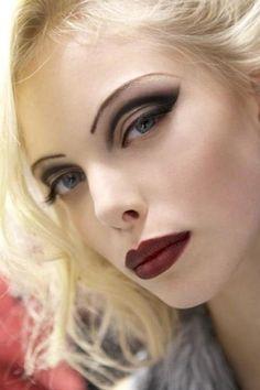 @Bobbi Sheridan Sheridan Matchett wedding makeup? It is so subtle and understated LOL