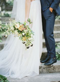 Old World Romance Wedding Inspiration | Floral by Gavita Flora | Photo by Hannah Suh #Organic #wedding #flowers