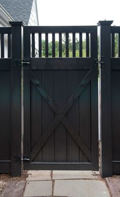 interior: Comely Wooden Black High Fence Design Idea For Traditional Backyard House Decoration Plus Stunning
