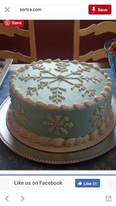 ideas for birthday ideas winter snow flake Christmas Cake Designs, Christmas Cake Decorations, Holiday Cakes, Christmas Desserts, Christmas Treats, New Year Cake Decoration, Christmas Cakes, Fancy Cakes, Mini Cakes