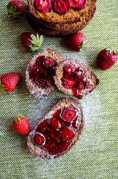 Baked Strawberry French Toast to welcome spring. Why don't you use leftover bread for such a tasty morning treat? Perfect breakfast for Sunday mornings!
