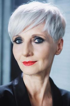 Perfect Short Haircuts For Older Women ★