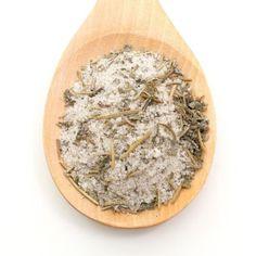 Hierbas Aromáticas Sal de río con una selección de hierbas aromáticas y pimienta, íntimamente mezcladas para mantener siempre el mismo sabor.