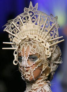 Imagem de http://cdn.buzznet.com/assets/users16/kerli/default/white-head-dress--large-msg-132933285567.jpg.