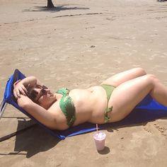 Só quero dizer uma coisa: deitada todo mundo parece mais magra! hua hua hua