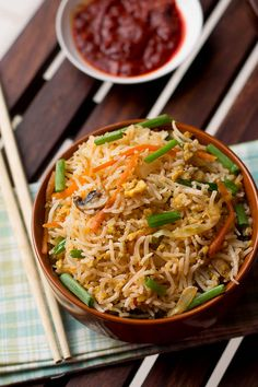 Egg Fried Rice Recipe a popular Indo-chinese food at Mumbai. This is quick, easy and healthy recipe. Veg Recipes, Side Dish Recipes, Indian Food Recipes, Asian Recipes, Vegetarian Recipes, Cooking Recipes, Healthy Recipes, Ethnic Recipes, Budget Recipes