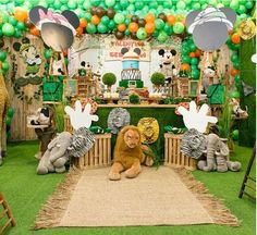 101 fiestas: Fiesta tematica Mickey Safari Safari Theme Birthday, Jungle Theme Parties, Wild One Birthday Party, Safari Birthday Party, Baby Boy 1st Birthday, Jungle Party, Baby Party, Boy Birthday Parties, Safari Party Decorations