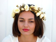 White roses flower crown Gold Spring wedding by BlackSwanFeather Cute Hairstyles, Wedding Hairstyles, Beauty Heroes, Flower Headpiece, Floral Headbands, Wedding Hair Accessories, Bridal Headpieces, White Roses, Flower Crown