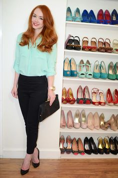 Challenge Amber: wardrobe essentials on a budget ⋆ By Forever Amber Challenge Amber: wardrobe essentials on a budget. can I get that shoe wall like for real. Business Professional Outfits, Professional Wardrobe, Business Casual Outfits, Work Wardrobe, Chic Outfits, Fashion Outfits, Work Outfits, Green Blouse Outfit, Mint Blouse