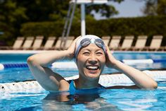 Looking for a swim cap? Not all swimming caps are created equal. Here's how to find the perfect one for your swimming workout needs. Best Swimming, Swimming Pools, Colorado College, Swim Caps, Michael Phelps, Video Site, Lifeguard, Photos Of Women, Stock Photos
