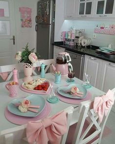 DIY Shabby Kitchen Decor Ideas That Will Add Value To Any Home Do you consider yourself to be an expert in home improvement? Cozinha Shabby Chic, Shabby Chic Kitchen, Vintage Kitchen, Pastel Kitchen Decor, Pastel Home Decor, Pastel Room, Pastel House, Casas Shabby Chic, Kawaii Room