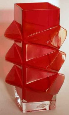 'Pablo' art glass vase designed by Erkkitapio Siiroinen for Riihimäki Lasi Oy, Finland Clear Glass Vases, Glass Vessel, Art Of Glass, Red Glass, Vase Centerpieces, Vases Decor, Modern Glass, Modern Art, Mid Century Modern Furniture
