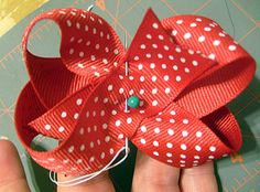 DIY instructions for making simple hair bows ~ simple to follow, practically idiot-proof (*I* just made three pretty decent bows in Nolie's school uniform colors :-)