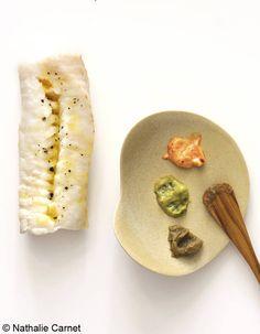 Poisson rôti et ses sauces La sauce corail. Mélangez 5 c. à s. de mayonnaise, 1 c. à s. de purée de tomates, du sel, du poivre et du piment d'Espelette à volonté. La sauce verte. Mixez un demi-avocat mûr à point, 1 c. à s. de jus de citron...