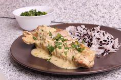 Pieptul de curcan se usucă cu prosoape absorbante, apoi se presară cu sare, piper şi coajă de lămâie. Într-o tigaie se pun 2 linguri de ulei şi se rumeneşte pieptul de curcan condimentat. Bucăţile de carne se scot şi se adaugă usturoiul tăiat feliuţe subţiri, până se auresc, se adaugă… Healthy Recipes, Chicken, Food, Essen, Healthy Eating Recipes, Meals, Healthy Food Recipes, Clean Eating Recipes, Yemek
