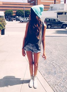 Beanie with short shorts and cut top
