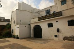 The Shrine of Shrine of Rabbi Braham Moul Ness in Azemmour, Morocco is visited by both Jewish and Muslim residents of the city. Historic Architecture, Rabbi, Morocco, Muslim, Construction, Mansions, House Styles, City, Building