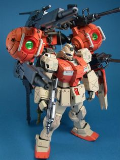 Holy crap! Someone kit-bashed a pair of shoulder mounted guns using 1/144 balls and a bunch of guns. That's a GM I could pilot.