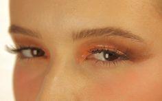 Olhar marcante e com cara de verão: veja como fazer a maquiagem inspirada na Costa Amalfitana.