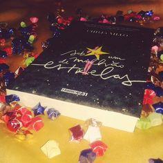 Livro lindo da @editorarocco ★★★★ #blogeuinsisto #livro #amoler #book #livros #instabook #bookaholic #bookstagram #ler #leitura #souleitor #books #booklover #instalivro #romance #livronacional
