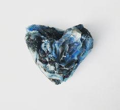 Jelizaveta Suska. Brooch: Frozen Valentine, 2017. Polymer, 14K gold, crushed marble, crystal, titanium.