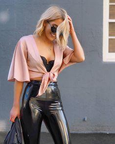 """1,654 kedvelés, 14 hozzászólás – Leather Leggings Fashion (@leggings_fashion) Instagram-hozzászólása: """"Follow @indiamoon_ ❤ #leggings #leather #leatherleggings #shiny #latex #shinyleggings…"""""""