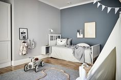 kleinkind zimmer For my latest home tour I'm taking you to the Swedish city of Gothenburg for a peek at a beautiful grey and white apartment that's brimming with inspiration for simpl