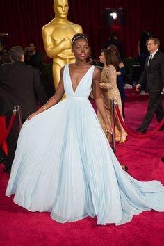 10 All Time Best Oscar Dresses We Have Ever Seen Simple Dresses, Blue Dresses, Formal Dresses, Long Dresses, Elegant Dresses, Best Oscar Dresses, Vestidos Oscar, Prada, Sheer Gown