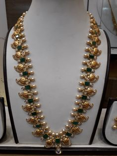 Pearl Necklace Designs, Jewelry Design Earrings, Gold Earrings Designs, Floral Necklace, Gold Jewellery Design, Gold Wedding Jewelry, Bridal Jewelry, Gold Jewelry, Marriage Jewellery