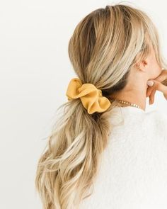 Hair is an important material primarily composed of protein, notably keratin. Hair care is your hair type. Your hair goals. Your favorite hair color Here you find all the possible methods to have perfect hair. Headband Hairstyles, Pretty Hairstyles, 80s Hairstyles, Scrunchy Hairstyles, Teenage Hairstyles, Wedding Hairstyles, High Ponytail Hairstyles, Beach Hairstyles, High Ponytails