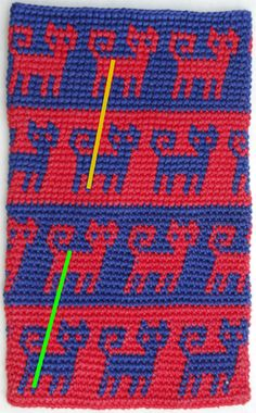 Tapestry Crochet- Less slant and sharper color transition. Just pinning for bead loom pattern idea Crochet Cross, Crochet Chart, Crochet Basics, Crochet Stitches, Tunisian Crochet, Filet Crochet, Knit Crochet, Mochila Crochet, Tapestry Crochet Patterns