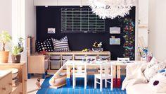 En plads til børnene i stuen med SANSAD børnebord, hvor de sammen kan hygge sig og være kreative.