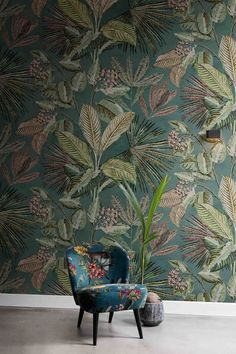 BN Walls behang tropisch / wallcovering tropical / bladeren / jungle www. Interior Wallpaper, Chinoiserie Wallpaper, Kitchen Wallpaper, Bedroom Bed Design, Bedroom Decor, Wall Decor, Mural Floral, Farmhouse Style Bedrooms, Home Decor