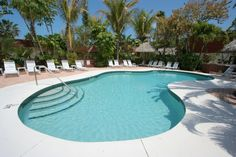 Sunrise Garden Resort offers 16 suites, nestled among exotic gardens, coconut palms and tiki huts in Bradenton Gulf Islands