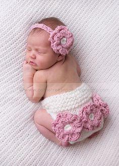 新生児赤ちゃんのあったかおむつカバー&ラブリーフラワー帽子(orヘアバンド)セット★newborn・3months冬生まれベビーとあたたかい天使のような写真撮影をしたいママさんにオススメのセット