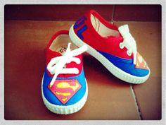 Zapatillas Superman Detalle: nombre de Raúl en la parte de detrás