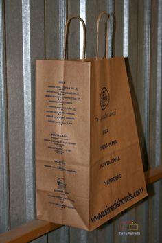 Bolsas de papel de asa rizada impresas.