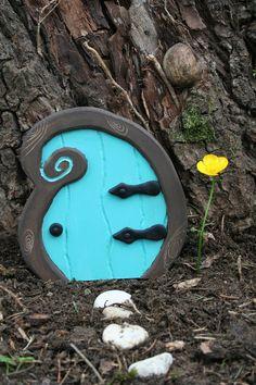 Porte de fée en bois et pâte polymère - Bleu vert - Décoration féérique - Fairy Door : Décoration pour enfants par boisdesoluthe