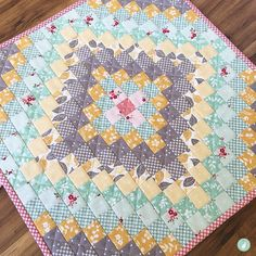 Make your own Trip Around the World mini quilt with this quick and easy tutorial by Aqua Paisley Studio.
