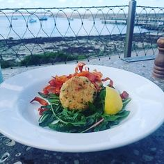 #lunching #pavilion #quinoa #chickpea #fritters #eat3280 #Warrnambool #destinationwarrnambool #warrnamboolbreakwater by donnaohyeah http://ift.tt/1LWgNOG